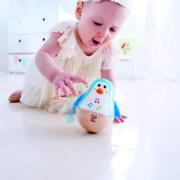 E0331 Penguin Musical Wobbler with child-2