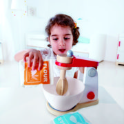 E3147 Whip-it-up Mixer with child-2